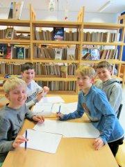 Schulleben_-_Schulbibliothek_5_klein.JPG